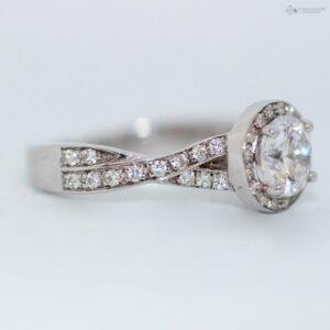 https://johnguiath.com/wp-content/uploads/2021/07/Bague-diamant-Yola-or-blanc.-300x300.jpg